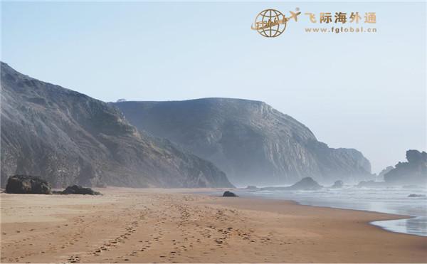沙滩岩石和海边